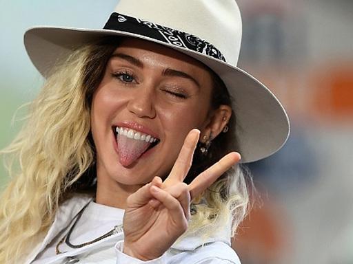 Da Miley Cyrus a Kendall Jenner: le star che hanno un tatuaggio all'interno delle labbra