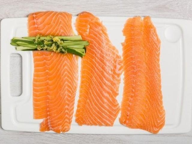 Ricetta involtini salmone e zucchine: pranzo veloce e ricco di Omega 3