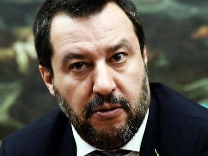 """Mes, Matteo Salvini sfotte i responsabili: """"Mamma mia che facce, Lombroso aveva ragione"""""""
