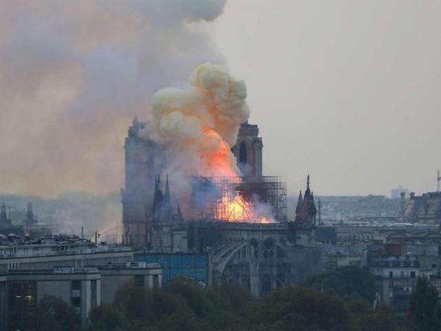 Notre Dame dopo le fiamme: tra fatalità e 'complottismo', solidarietà e indignazione