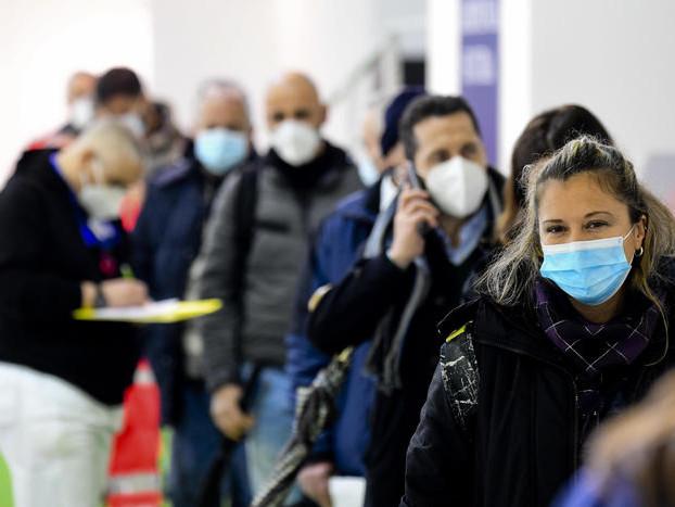 Pandemia in italia: 488 morti I nuovi casi sono 13.331 Meno pazienti negli ospedali