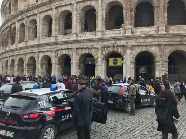Roma, controlli antidegrado al Colosseo: un arresto e 9 denunce