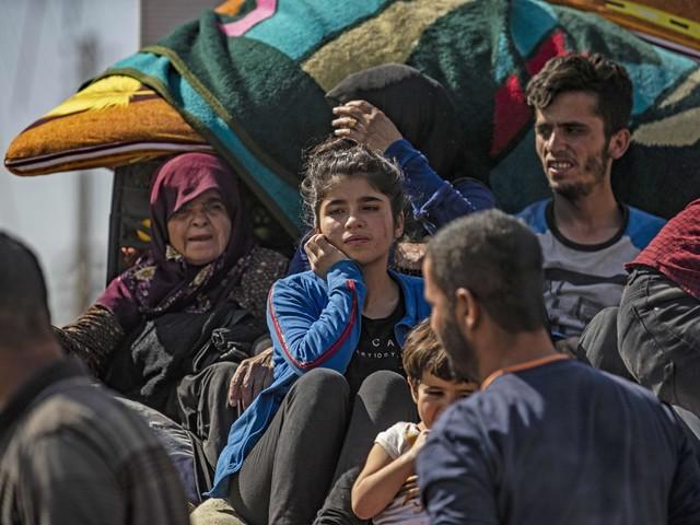 Bombe e tank, invasione turca Già in fuga 60mila civili curdi