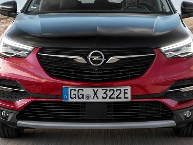 Arriva in Italia Opel Grandland X ibrida