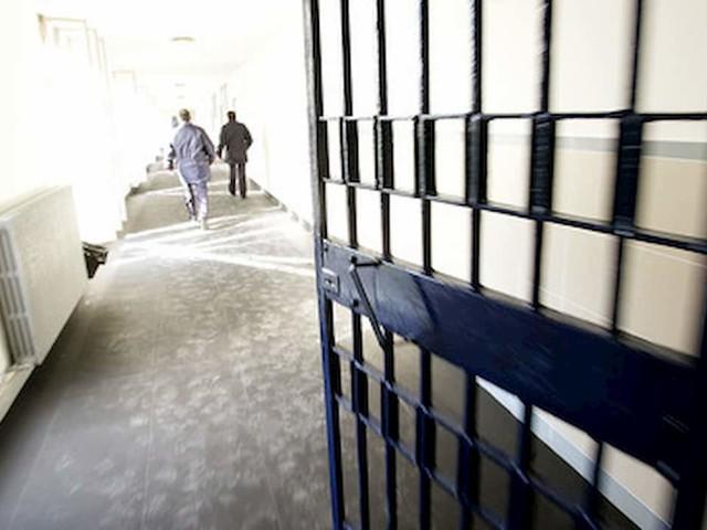 Focolaio nel carcere di Palermo, 31 detenuti positivi. In Sicilia nuova impennata di casi, verso zona rossa