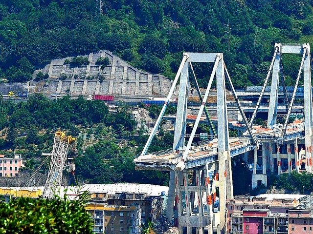 """Ponte Morandi, i sensori dell'impianto di monitoraggio non funzionavano dal 2015. """"Tranciati durante i lavori e mai sostituiti"""""""