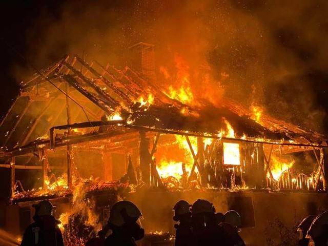 Maso distrutto dalle fiamme a San Lorenzo
