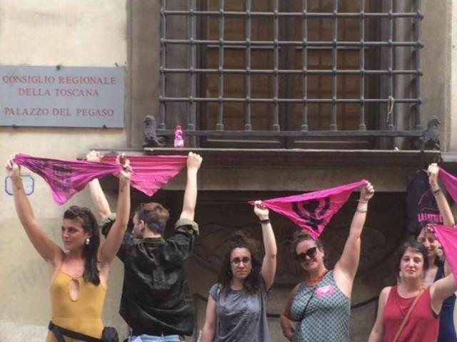 Toscana, da più di 2 mesi le femministe protestano contro l'accordo della giunta di centrosinistra con gruppi antiaborto