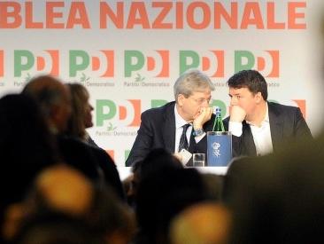 Pd, parte l'assemblea e si litiga subito sulle poltrone. Le carte le dà Renzi, Orlando ed Emiliano in agguato