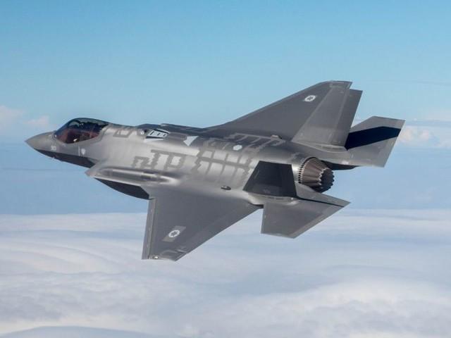 I grillini atterrano il premier sugli F35