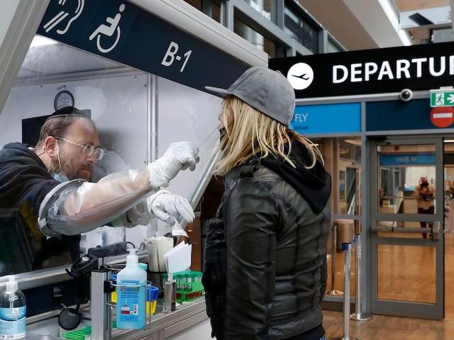 Covid: stop ai viaggi in Europa non essenziali. Nasce la zona rosso scuro