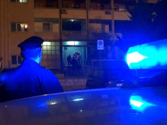 Spaccia droga in centro, Polizia lo insegue fino in via Niccolò Dall'Arca