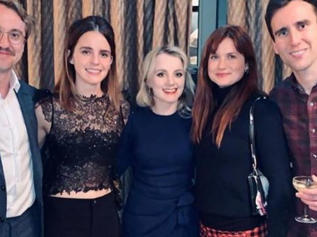 """Emma Watson riunisce gli """"ex alunni"""" di Hogwarts: guarda come sono cresciuti i maghi di Harry Potter"""