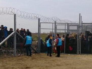 Campi per richiedenti asilo: Budapest capitola e li chiude