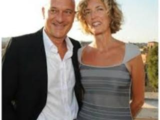 Chi è Sandra Bonzi: età, lavoro, carriera e curiosità sulla moglie di Claudio Bisio