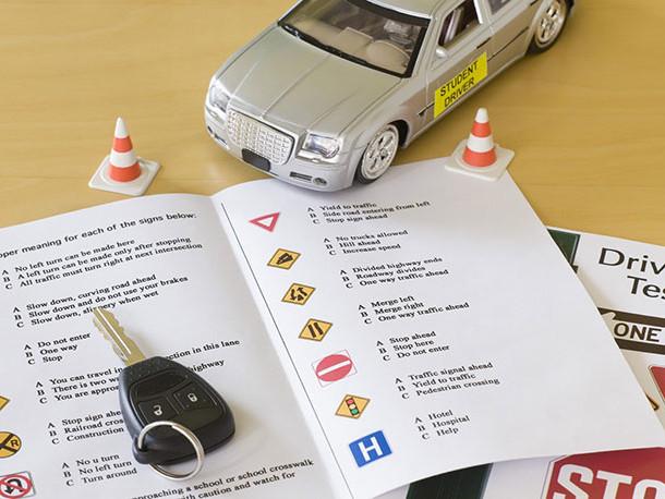 Cosa serve per iscriversi alla scuola guida? Documenti e scadenze