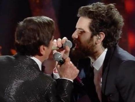 Video di Gianni Morandi a Sanremo 2018 con Tommaso Paradiso dei Thegiornalisti in Una vita che ti sogno