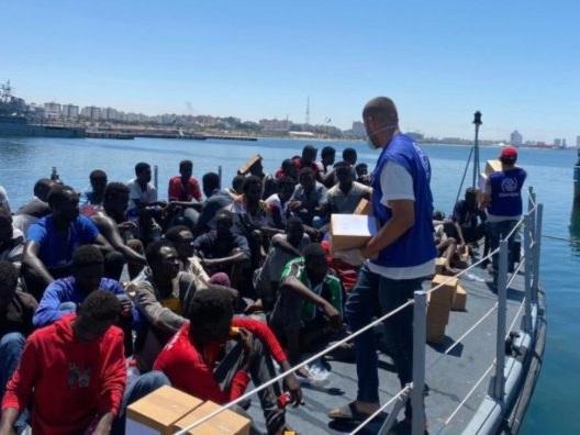 Boom di arrivi a Lampedusa: oltre 400 migranti in poche ore