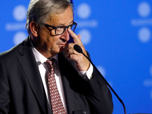Lacrime di commozione per Juncker all'ultimo vertice da presidente Commissione Europea
