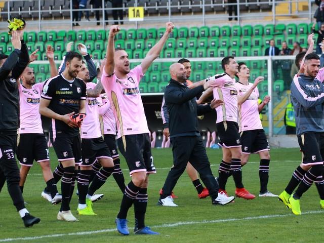 Serie B, il Palermo batte il Carpi 4-1 e si avvicina alla capolista Brescia