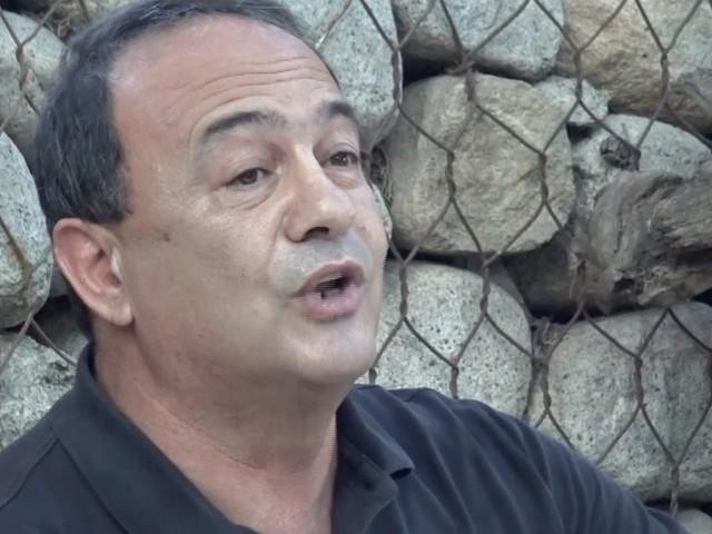 """Mimmo Lucano, petizione a Mattarella: """"Possa tornare a Riace per salutare il padre in fin di vita"""". Zingaretti: """"Siamo con lui"""""""