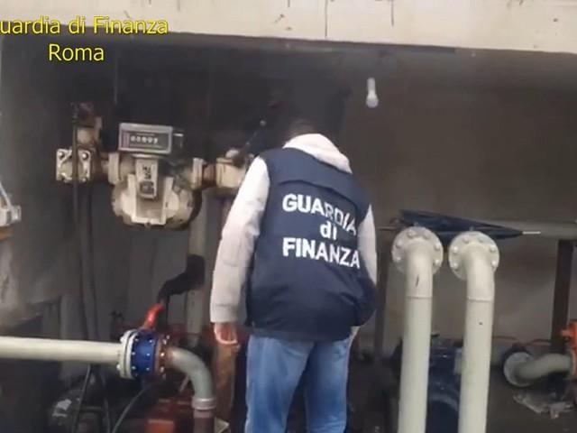 """Guardia di Finanza : operazione """"ghost fuel"""", sgominata banda di contrabbandieri di carburante. 16 arresti"""