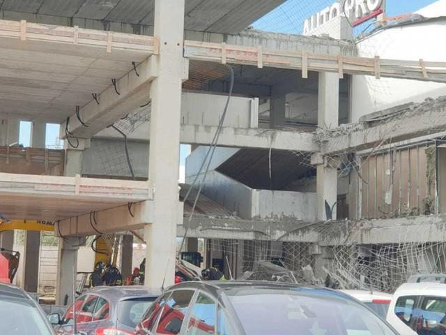 Brindisi, crolla il solaio di un capannone: morto titolare della ditta che stava eseguendo i lavori, 4 feriti gravi