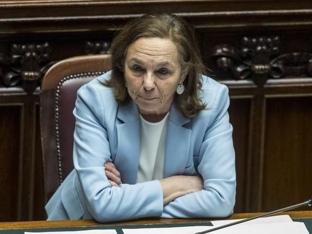 """Lamorgese ammette: """"Sbarchi aumentati"""". Ma la Lega attacca: """"Sanatoria criminale"""""""