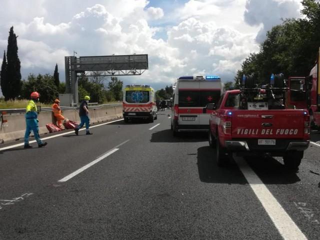 Arezzo, incidente sull'autostrada A1: quattro le vittime tra cui due bambini