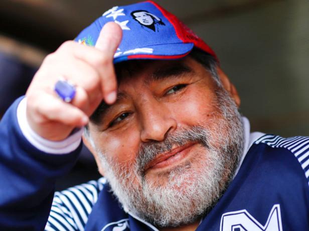 """Gimnasia La Plata, Maradona cambia idea: """"Resto in panchina"""""""