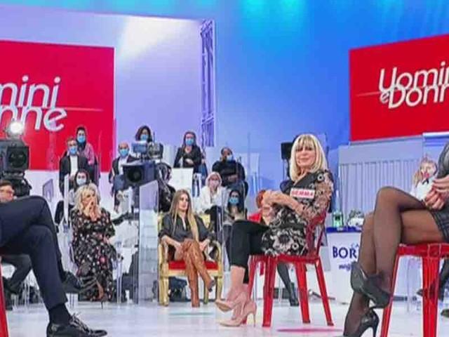 Uomini e Donne, Biagio attacca Sabina e Maria: da Real Time alla camera da letto   Video Witty Tv