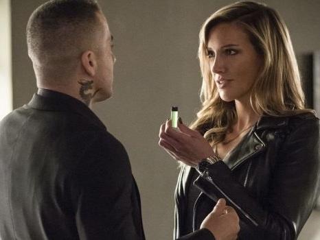 """Katie Cassidy dice addio ad Arrow 8: ringraziamenti e lacrime sui social per """"il ruolo che le ha cambiato la vita"""""""