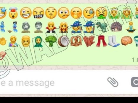 Nuove emoticon WhatsApp nell'aggiornamento ufficiale Android del 26 ottobre: significato per ogni emoji e link download