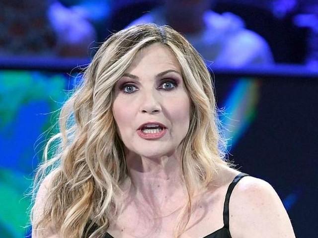 Lorella Cuccarini, che 'botta' clamorosa. La 'finaccia' della conduttrice, e il web esplode