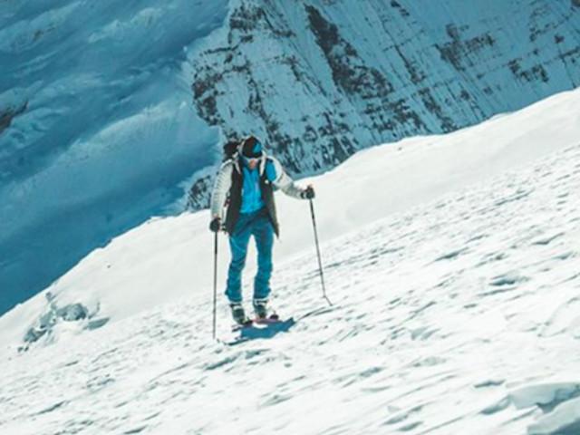 Benedikt Böhm sale e scende con gli sci il Dhaulagiri VII in meno di 8 ore