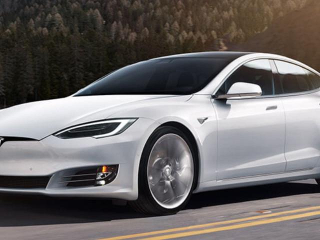 Testa a testa tra Tesla, Mercedes e Bmw: ecco chi vende più auto in Europa