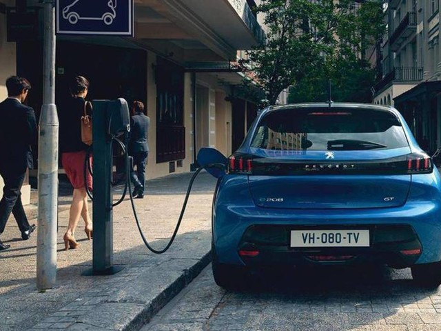 EV List: Peugeot e-208. Grinta, 340 km di autonomia e garanzia di 8 anni sulle batterie