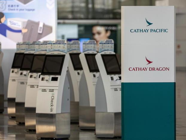 Cathay Pacific taglia 1/4 posti lavoro