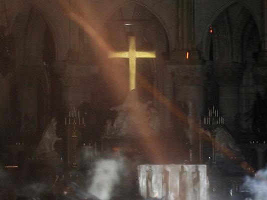 Come è possibile che Notre Dame sia bruciata?
