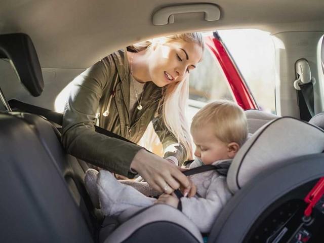 Slitta l'obbligo di dotazione dei seggiolini anti-abbandono in auto