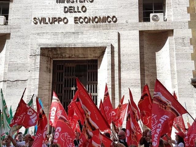 L'inverno caldo: ecco l'Italia delle crisi aziendali