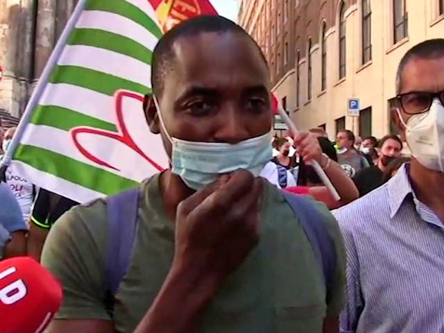 """Whirlpool, manifestazione dei lavoratori al Mise. Soumahoro: """"Dignità e piena occupazione per rilanciare il Sud e l'Italia"""" – Video"""