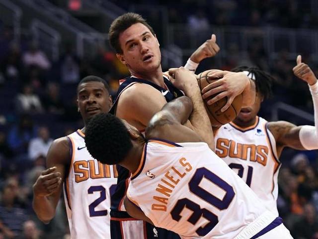 Nba: Gallinari trascina i Clippers contro i Suns, James batte l'amico Wade per l'ultima volta