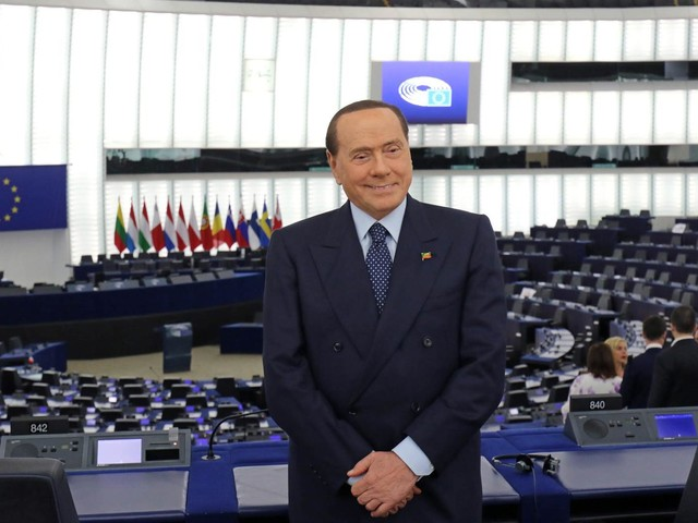 """Berlusconi ai suoi: """"Mai con Renzi"""""""