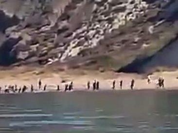 Migranti, carretta del mare sulle coste dell'agrigentino. In 90 sbarcano sotto gli occhi dei turisti