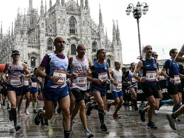 """La maratona di Milano è """"ovunque"""": corse tracciate con l'app e beneficenza"""