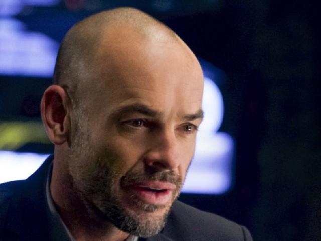 Paul Blackthorne nel finale di Arrow 8: il passato busserà alla porta di Oliver dopo Mia e William?