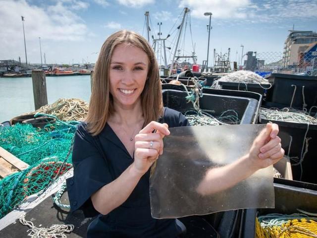 L'International James Dyson Award 2019 e una bioplastica realizzata con squame di pesce e alghe (VIDEO)