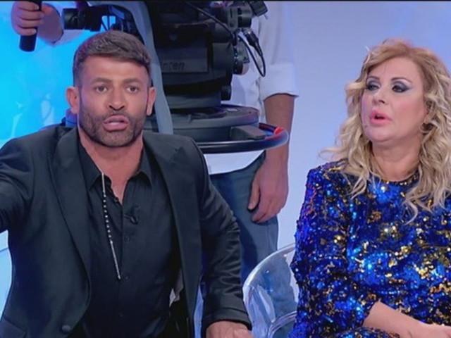 """""""Uomini e Donne"""", Tina Cipollari furiosa con Armando Incarnato: """"Sei un rosicone"""""""