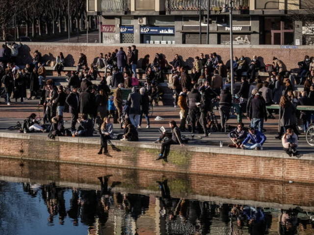 """Milano, Sala: """"Comportatevi bene nel weekend, terza ondata favorita da nostri comportamenti, manca rispetto delle regole"""""""